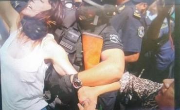 Escandalo y Verguenza :La Policía reprimió a legisladores y dirigentes en Jujuy