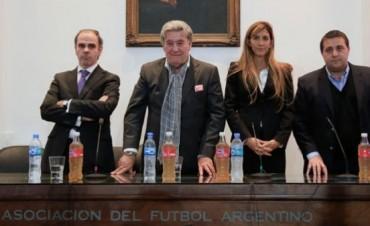 La Primera decidió que tampoco juega y quiere a la FIFA de garante
