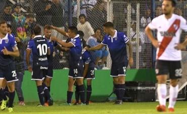 Gimnasia le dio un nuevo golpe a River, que llega con el ánimo por el piso a la final de la Copa Argentina