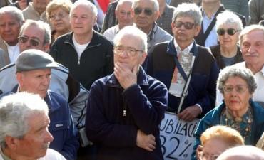 Cuánto cobrarán jubilados y beneficiarios de AUH por bono compensatorio