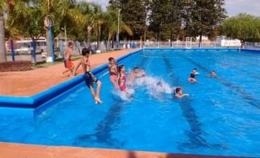 Los chicos del centro de desarrollo infantil del Barrio Campo de Mayo disfrutaron de una jornada de pileta