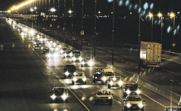 Cambio de reglas para el uso de las luces del auto: Cuáles son las obligatorias