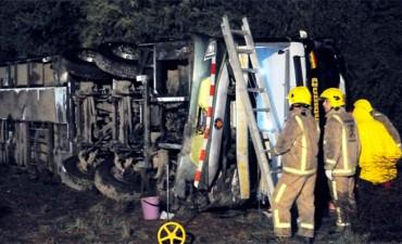 Volcó un colectivo en Santiago del Estero y hay al menos cinco muertos