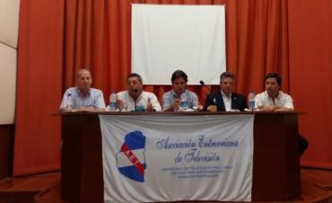 Preocupa la competencia de grandes empresas con videocables, reunión de De Angelis con los empresarios