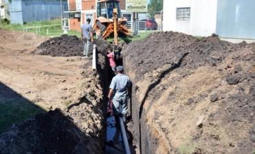 El trabajo municipal: reparación de caminos en Colonia y corte de pasto en los barrios