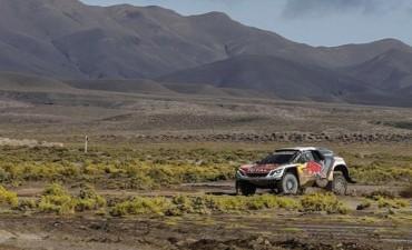 Loeb ganó y arrebató la cima de los autos en una jornada muy complicada