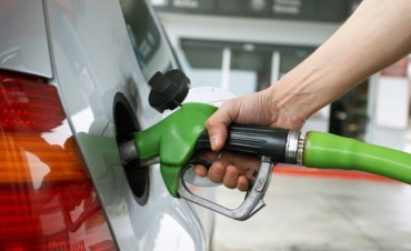 El Gobierno estudia modificar los impuestos de los combustibles