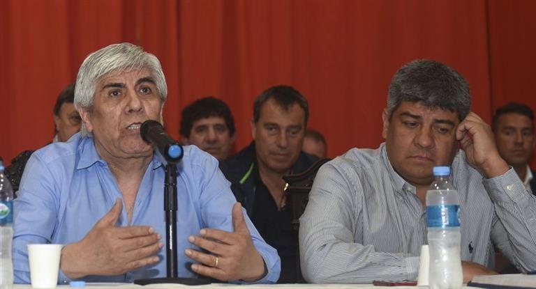 Denunciaron a Hugo y Pablo Moyano y a OCA por lavado de activos