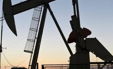 El petróleo sigue su escalada e impactará más en la suba de las naftas