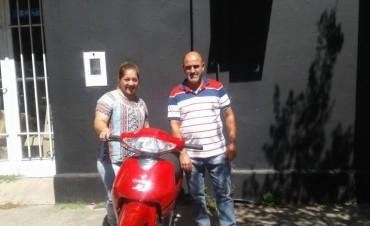 El Club Atlético de Nueva Vizcaya entrego la moto de su Bono Contribución..