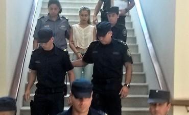 Nahir Galarza mostró al fiscal cómo armar una pistola y le entregó un sobre rojo