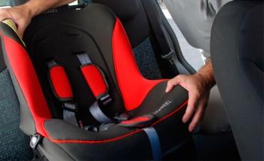 Hasta los 10 años los chicos deben viajar en el auto con silla de seguridad