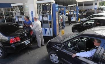 Por suba del petróleo y el dólar, YPF aumentó 4,5% sus combustibles y el litro roza los $ 30