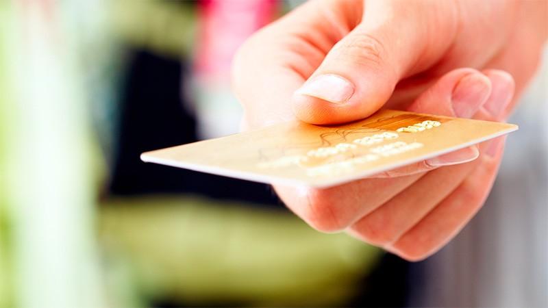 Puede costar más de $ 3.000 renovar una tarjeta de crédito