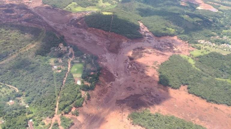Se rompió un dique en Brasil: hay muertos y más de 200 desaparecidos