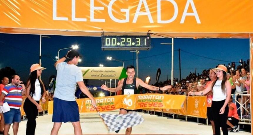 Joven nacido en Paraná rompió con los pronósticos y ganó la Maratón de Reyes