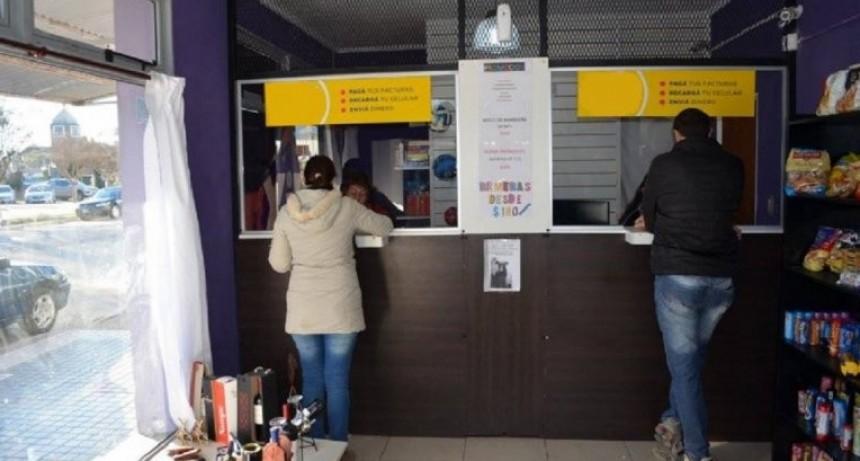 Insisten con trasladar a usuarios el costo de cobrar servicios en efectivo