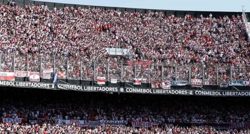 Conmebol quiere terminar con las banderas grandes y los hinchas parados