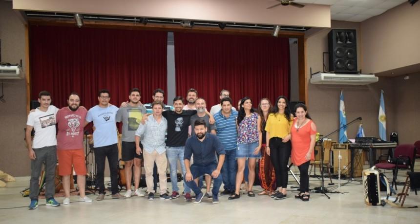 PRIMER ENSAYO DE LA DELEGACIÓN ARTÍSTICA QUE REPRESENTARÁ A ENTRE RIÓS EN COSQUÍN