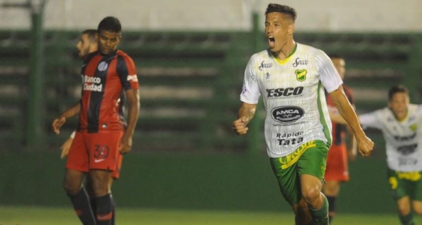 Superliga: Defensa le ganó a San Lorenzo y alcanzó a Racing en la cima