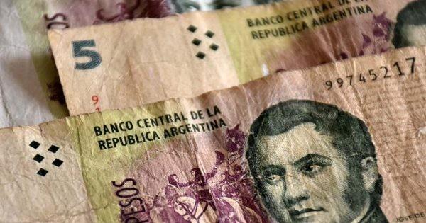 Solicitan la postergación de salida de circulación del billete de 5 pesos
