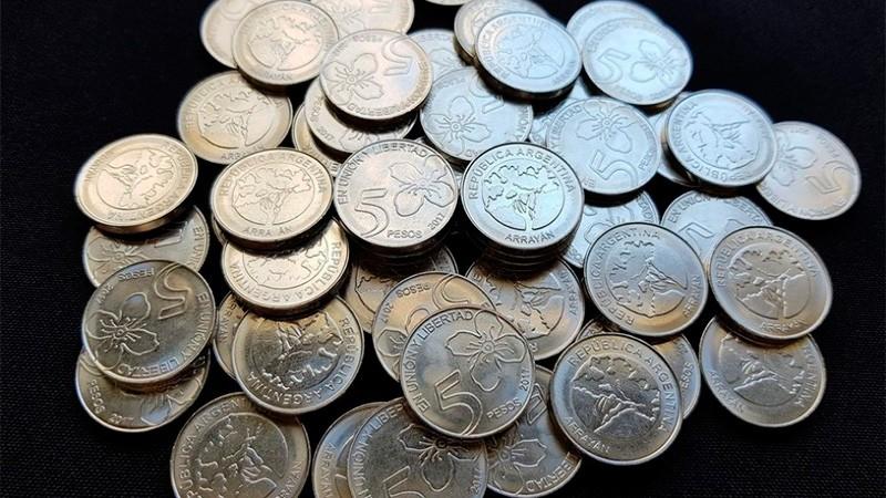 El Banco Central dispuso un plan de abastecimiento de monedas de 5 pesos