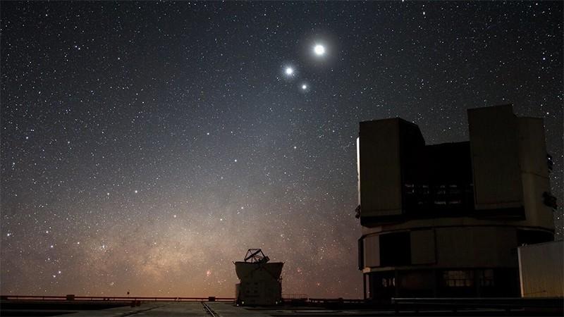 Júpiter, Saturno y Mercurio se unen en una asombrosa triple conjunción