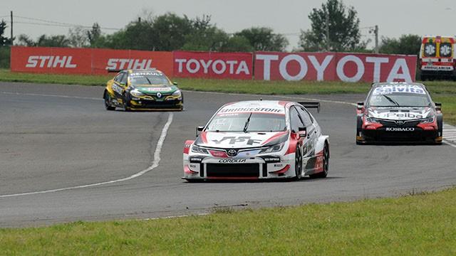 Rossi ganó una atractiva carrera del Súper TC2000 en el autódromo de Paraná