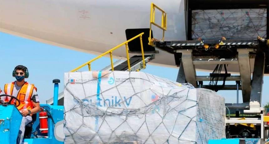Partirá el jueves el segundo vuelo a Rusia para buscar vacunas Sputnik V