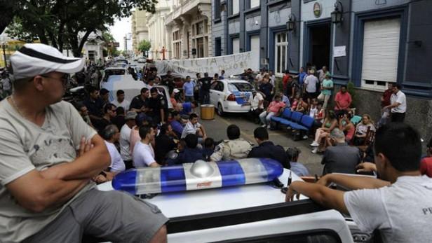 Policias detenidos en Federal: