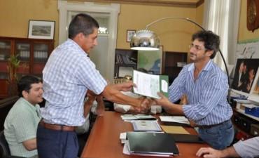 Aportes para viviendas rurales entrego el Ministro Juan Javier García