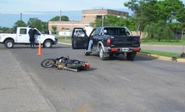 Moto y una camioneta protagonizan un choque