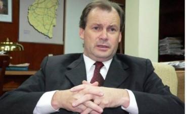 Gustavo Bordet en un encuentro con trabajadores municipales de la provincia