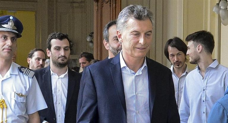 Denuncian a Macri por supuesto fraude tras entrega de rutas