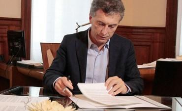 Un juez declaró inconstitucional el DNU de Macri que modificó la ley de ART