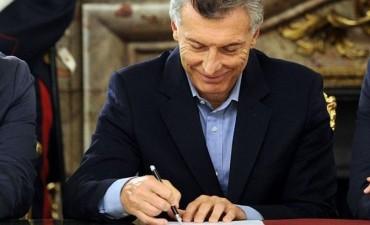 Macri firmó más de la mitad de sus DNU con el Congreso cerrado