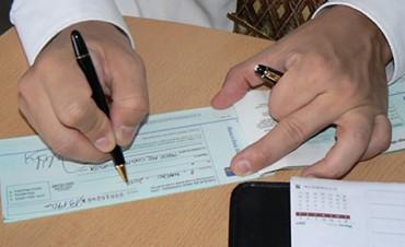 Impuesto al cheque: a pesar que tiende a desaparecer, la Justicia lo revive