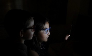 1 de cada 3 adolescentes argentinos tendrá miopía en 2020 por el celular
