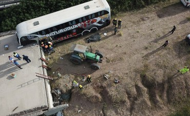 Imágenes desde el aire del fatal choque de un colectivo en la ruta 18