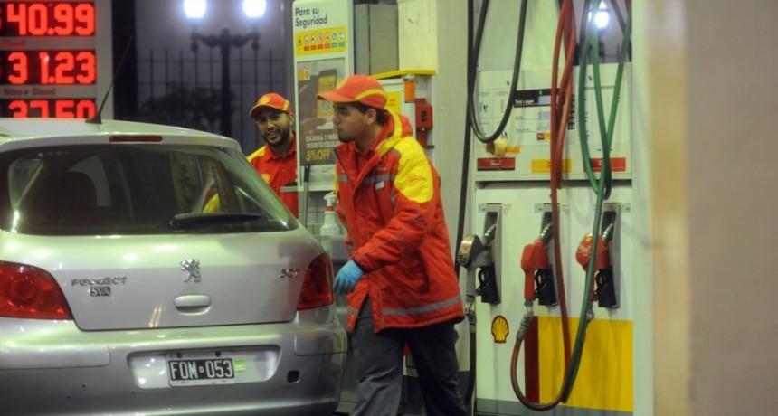 Desde esta madrugada Shell aumenta 2% el precio de sus combustibles