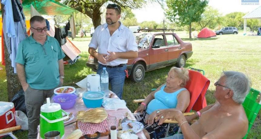 El Intendente visito a los turistas que acamparon en el Camping Municipal