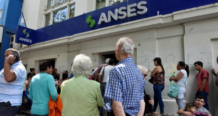 Jubilaciones, pensiones y AUH tendrán un aumento del 11,8% en marzo