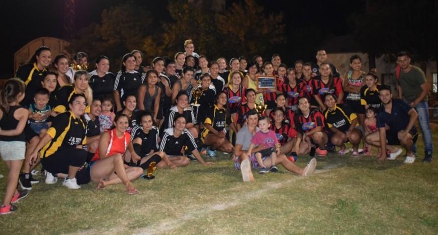 Las Flores campeón del Fútbol Femenino