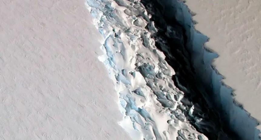 La Antártida se divide en icebergs gigantes que pueden producir desastres