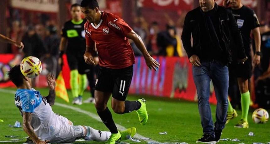 Racing derrotó a Independiente en el clásico y dio un gran paso hacia el título