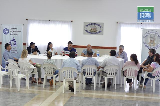 Se llevo adelante reunión informativa con los comerciantes locales por la implementacion de la Tarjeta Alimentar