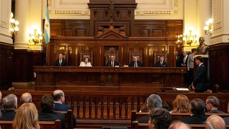 Revelan cuánto cobran magistrados y diplomáticos jubilados: El déficit de caja