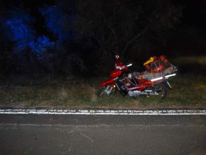 Encuentran a motociclista muerto en la Ruta N 2