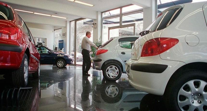 Inesperado derrumbe del patentamiento de autos en enero: 25,6% abajo