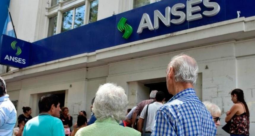 Oficializaron el aumento de 2,3% más una suma fija de $1.500 para los jubilados